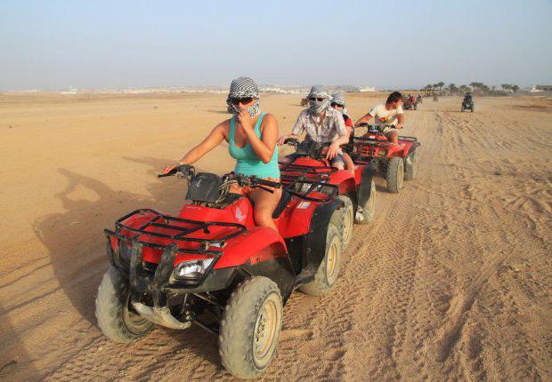 Sharm el Sheikh Quad fahren inkl. Kamelreiten, Show und Abendessen
